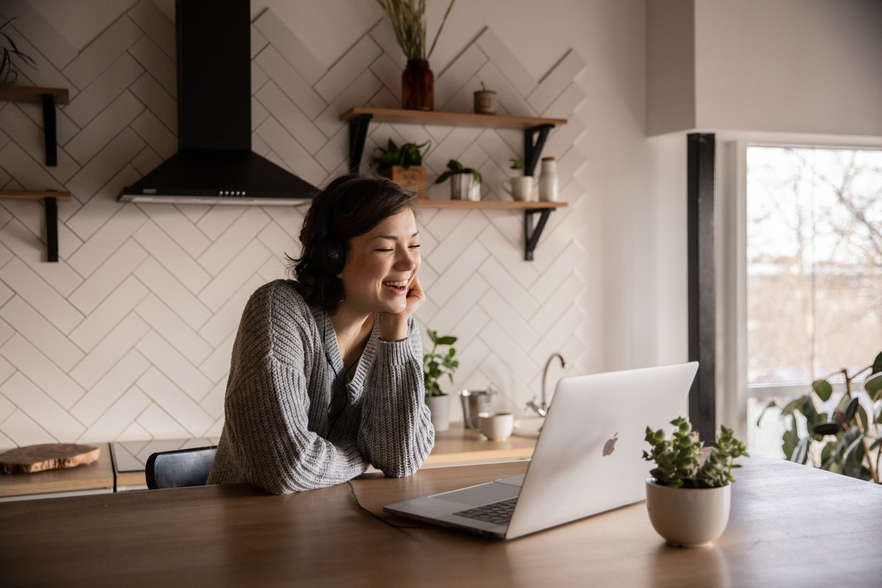 women looking at computer trying to get a home loan